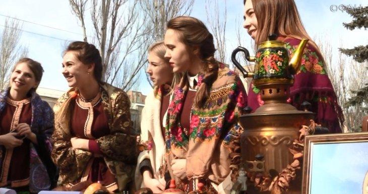 Студенты ЛНР встретили масленицу